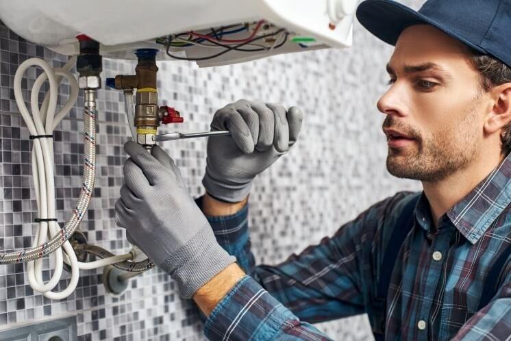 man fixes glow-worm boiler