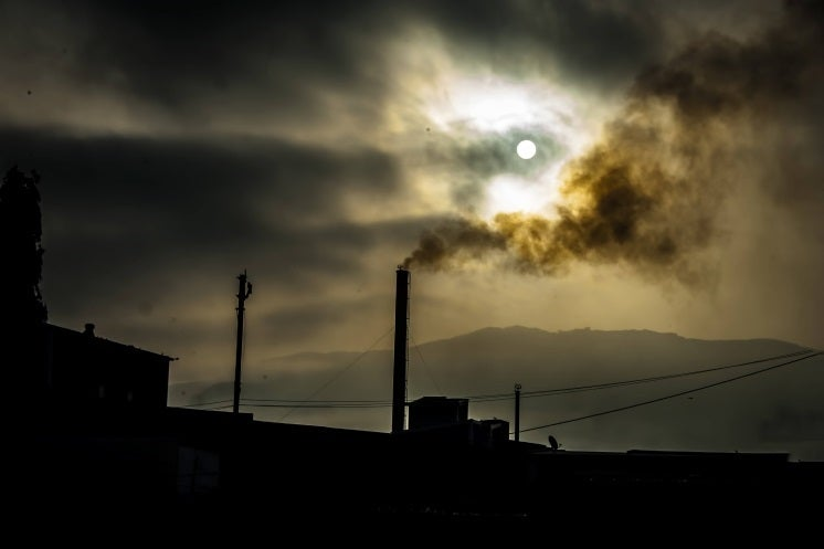 coal power pollutes the atmosphere