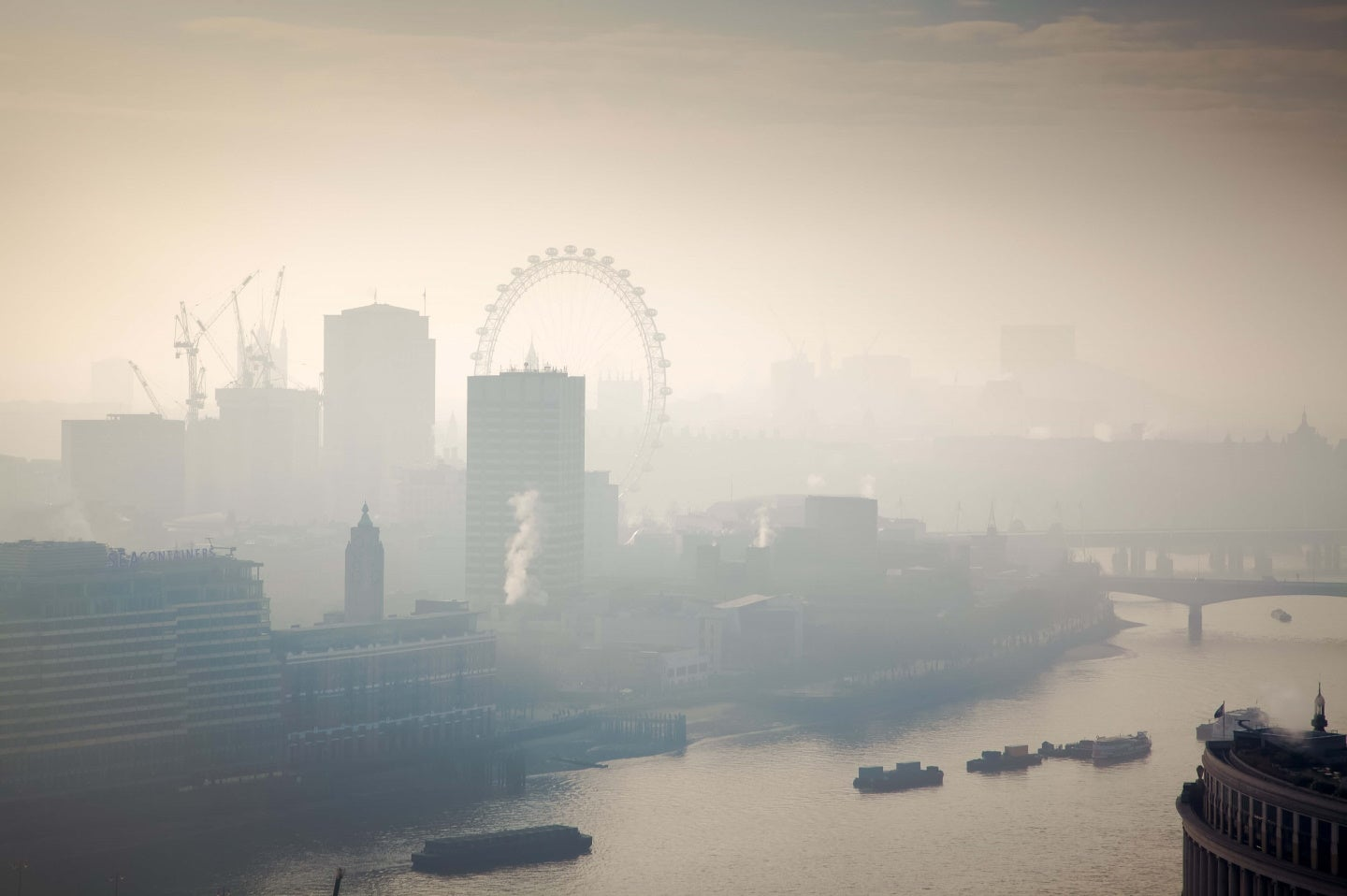 a picture of the pollution in london