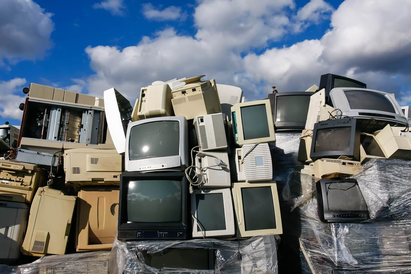 electronic waste in landfill