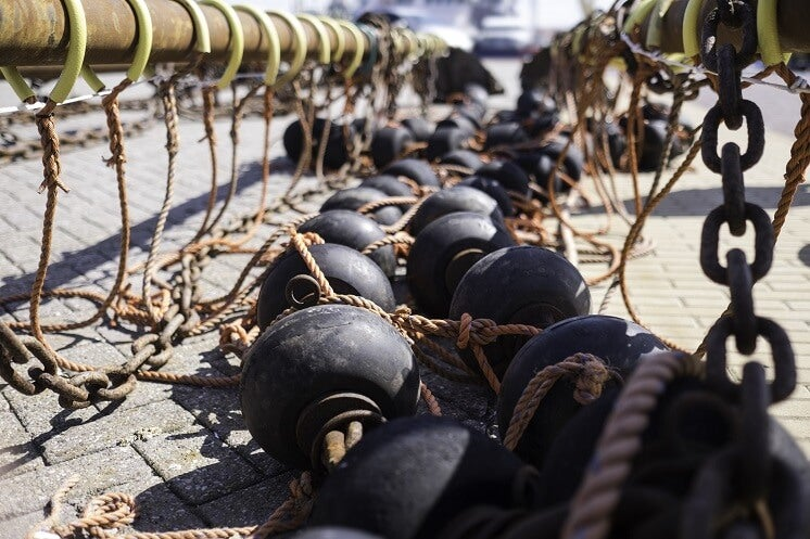Weighted bottom trawling nets